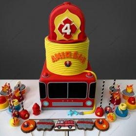 اگر فرزند شما به شخصیت هایی مانند پلیس، اتشنشان، پزشک، خلبان، نقاش و ... علاقمند است معطل نکنید و کیک تولد و دکوراسیون تولد او را متناسب با علاقمندی های او انتخاب کنید. کیک فوندانت، کاپ کیک، پاپ کیک و کوکیهای جذاب جشن تولد پسرونه با تم هیجان انگیز آتش نشان