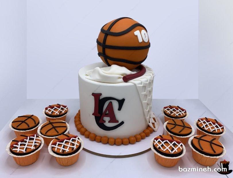 کندی بار در جشن تولدهای مدرن مورد استفاده قرار میگیرد که یکی از المان های جذاب هر جشن تولدی است. کاپ کیک ها، پاپ کیک ها، انواع دسرها در کندی بارهای تولد در کنار کیک عروسی قرار می گیرند. کیک فوندانت و کاپ کیکهای ورزشی جشن تولد پسرونه با تم بسکتبالی