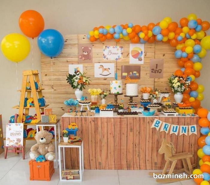 رنگ نارنجی و زرد از جمله رنگ هایی است که برای تولدهای دخترانه و پسرانه مشترک است و هیجان و شادی خاصی را به همراه دارد. در این ایده، دکوراسیون و بادکنک آرایی شاد و رنگی جشن تولد کودک با تم رنگی زرد، نارنجی و آبی مشاهده می کنید که بسیار جذاب و متفاوت است.