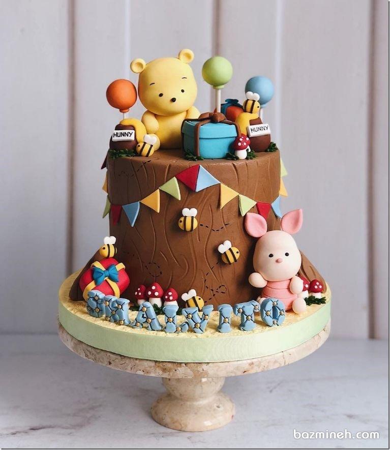 کیک هایی با روکش فوندانت در جشن تولدها و مخصوصا تولدهای بچگانه بسیار پرطرفدار هستند. کیک های فانتزی در بهترین شکل به صورت فوندانتی توسط کیک پزان و قنادان دیزاین می شوند. انتخاب تم مناسب برای این کیک ها با توجه به رنگ و تم دکوراسیون تولد صورت می پذیرد.کیک فوندانت جشن تولد کودک با تم پو و دوستان