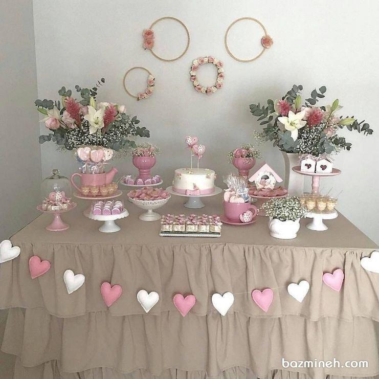 دکوراسیون رمانتیک جشن تولد بزرگسال یا سالگرد ازدواج با تم قلبهای سفید صورتی
