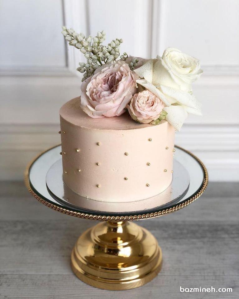 مینی کیک جشن تولد بزرگسال یا سالگرد ازدواج با تزیین گلهای طبیعی