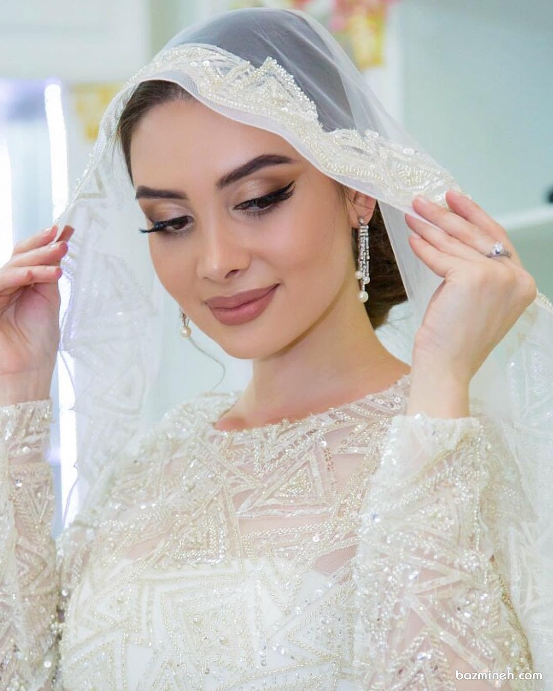 آرایش عروس با خط چشم کشیده و رژ لب کالباسی