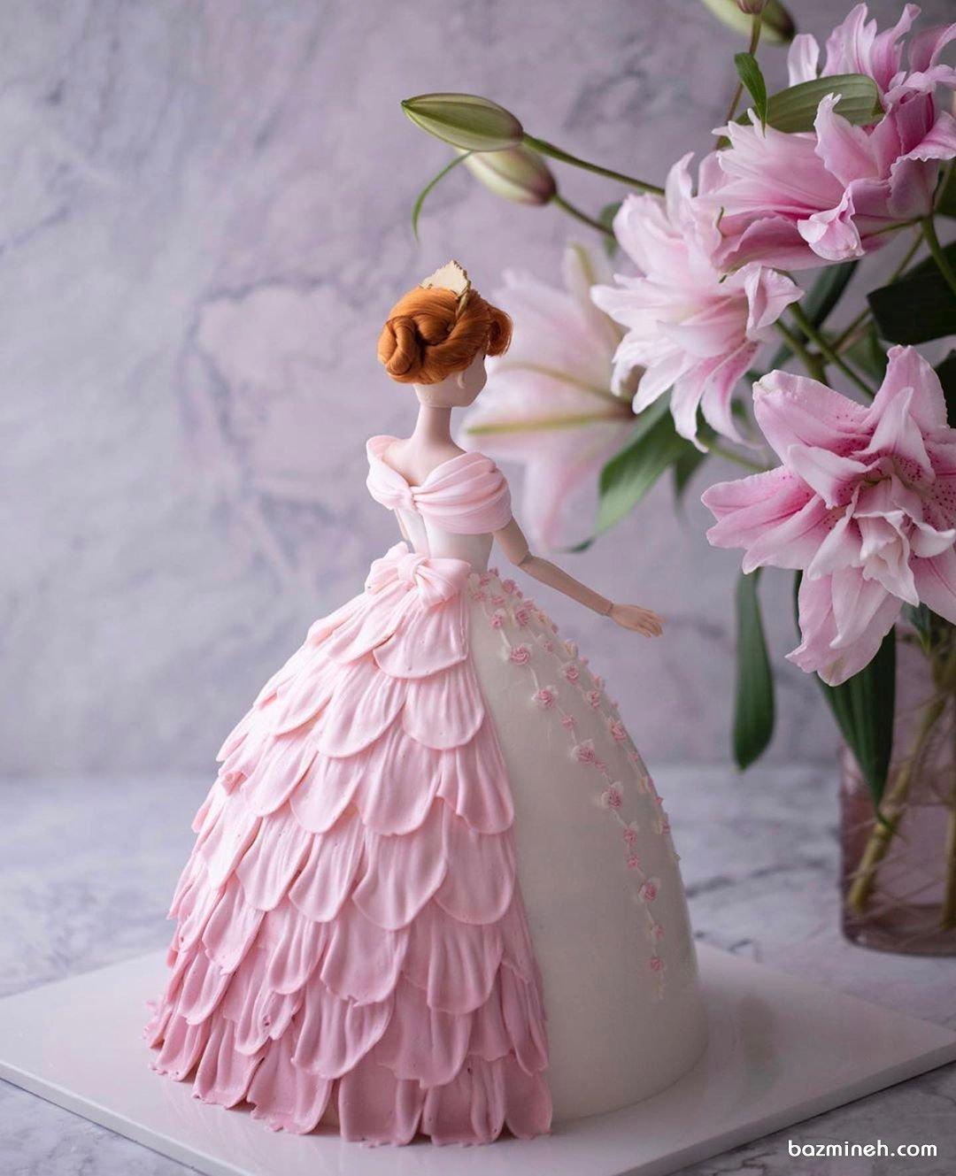 کیک تولد دخترانه با شکل عروسک پرنسسی